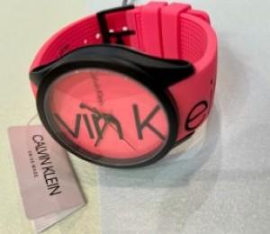 ピンク×ラバーの時計