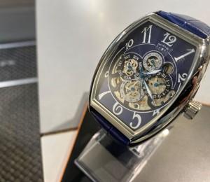 大人の時計は、機械式。