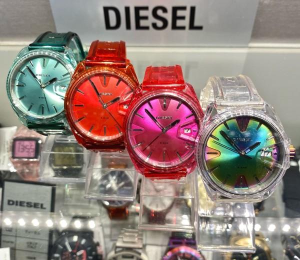 夏仕様の腕時計【DIESEL】